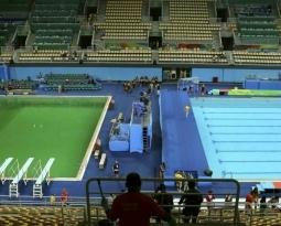 O Mistério sobre a coloração verde na piscina da Rio 2016