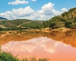 A bacia do rio Doce um ano após o rompimento da barragem de Fundão